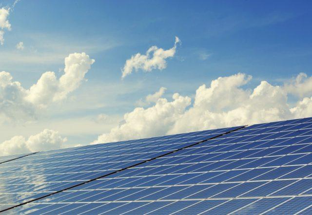 ¿Qué son los préstamos verdes y por qué usarlos para financiar placas solares?
